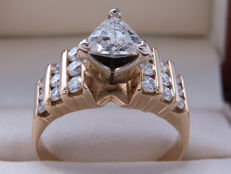 Certified gold diamond ring with  1.19 ct / 0.74 ct solitaire trillion – I1 with E colour – **No Reserve**.
