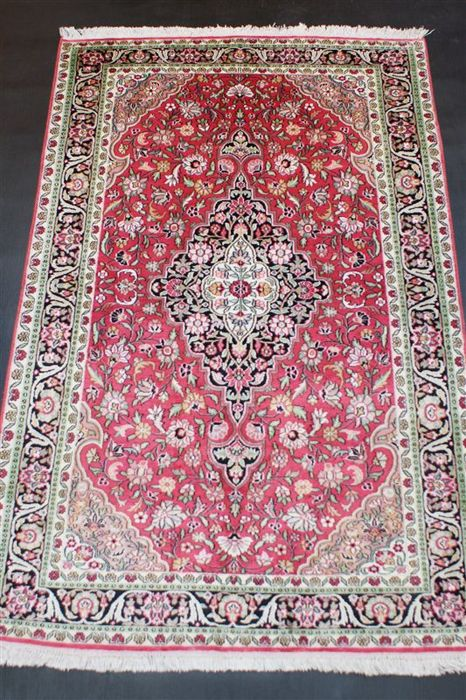 Hand-knotted original silk carpet, Kashmir silk on cotton, approx. 192 x 123 cm, fine knotting, approx. 400,000 knots, genuinely unique