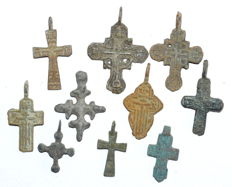 Very Fine Selection of 10 Medieval / Post Medieval Cross pendants - 25-40 mm (10)