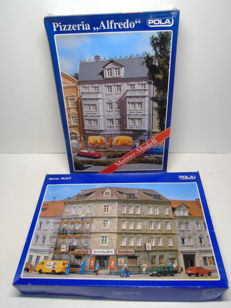 "Pola H0 - 111/177 - Corner house café ""Scharfes Eck"" and Pizzeria ""Alfredo"" with fitted interior and lighting"
