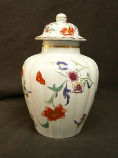 Vista Alegre - Beautifully decorated lidded vase