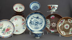 Large collection cups and saucers - China - 18th century