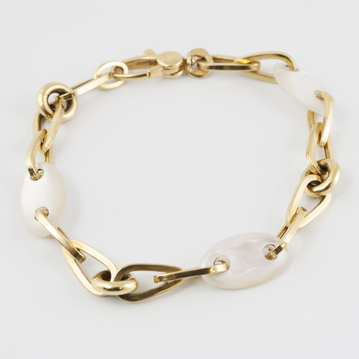 18 kt/750 yellow gold - Bracelet in yellow gold with oval-shaped mother of pearl - Length: 19 cm