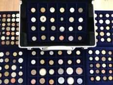 World - Batch of various coins including antique (245 coins) in six coin tableaus + coin case including silver