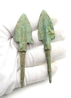 Pair of Bronze Age Arrowheads - 86-88 mm (2)