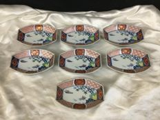 Seven Imari serving dishes in porcelain - Japan - Early 20th