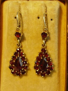 Two-part Victorian earrings with facetted, antique rose cut garnets