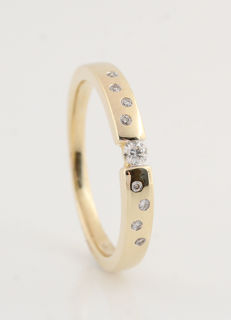 "14 kt yellow gold diamond solitaire ring, 0.11 ct / 2.70 g / G–H VVS2–VS2 / 54 / Strong sparkle / ""NEW"""