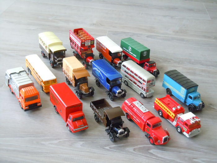 Corgi - Scale 1/43-1/50 - Lot with 14 Different Trucks