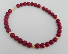 Necklace with 6 globes in gold 19kt and 34 rubellite stones cut 11mm with gold clasp 19kt