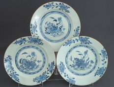 Series of 3 flat, porcelain plates with scenery of lotus plant - China - 18th century