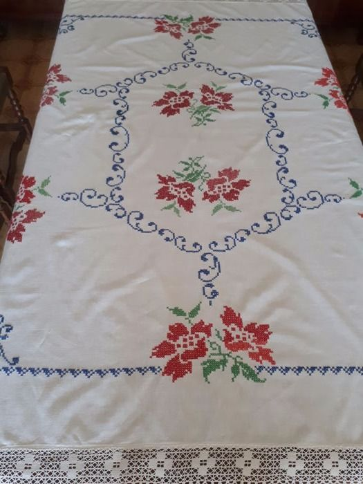 Fantastic hand embroidered tablecloth - Italy - 1970s.