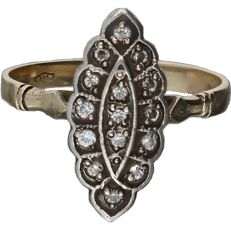 14k - Yellow gold ring set with 15 cut diamonds approx. 0.15 ct in total. In silver setting - Ring size 18.75 mm.