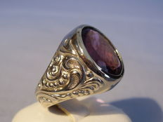 Old 14 karat white gold ring with genuine amethyst of 4.70 ct.