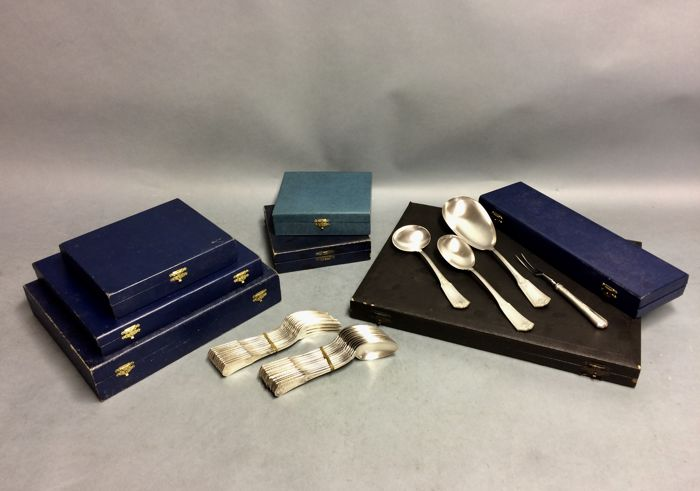 Silver plated cutlery for 12 persons classic design, total 113 pieces, ca. 1905