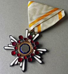 WWII Japanese medal. Silver order of the sacred treasure 5th class.