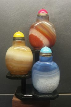 Three different agate snuff bottles - China - Late 20th century