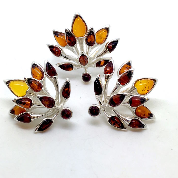 Ring and earrings in sterling silver 925/1000 with natural Baltic amber beads (not pressed)