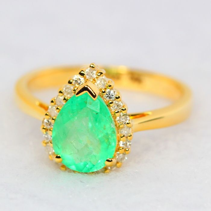IGI Certified 1 33Ct Neon Green Colombian Emerald 14K Yellow Gold