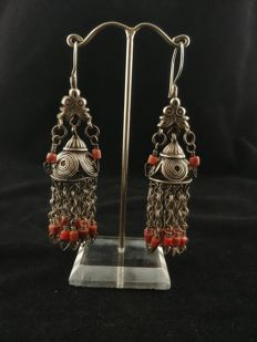 Antique silver earrings with coral inserts - Afghanistan, early 20th century