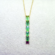 18K gold necklace with 0.9ct of emerald