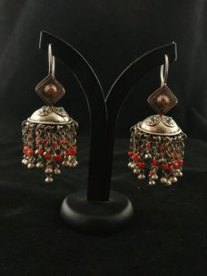 Antique earrings in silver with coral - Pakistan, early 20th century