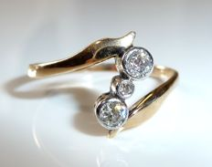 A diamond ring in 14 kt / 585 gold around 1900 with 3 diamonds of approx. 0.22 ct.