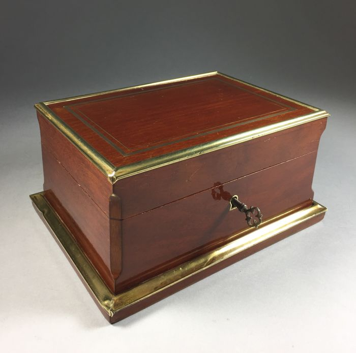 Mahogany jewellery box with brass edges - France - c. 1900
