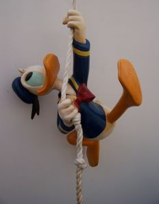 Disney, Walt - Figure - Donald Duck climbing a rope walking up the wall (c. 1970/1980)