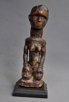 Very old female fetish figurine-YOMBE - D.R. Congo
