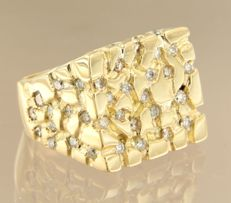 18 kt gold men´s ring set with 50 diamonds, approx. 1.50 ct in total - ring size 22.25 (70)