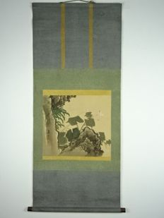 Fine scroll painting on silk - signed 'Yoshifusa' - Japan - first half of the 20th century