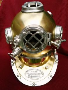 Diving helmet U.S. Navy Mark 5 - actual size