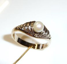 Antique ring in 8 kt/333 gold 1 real pearl handiwork with maker's mark size 59 / 18.8 mm