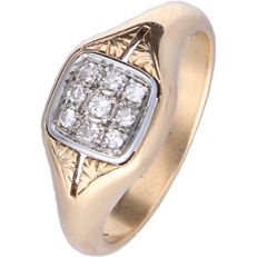 18 kt yellow gold signet ring set with 9 round brilliant cut diamonds of approx. 0.19 ct in total - Ring size: 18.5 mm
