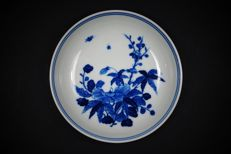 Blue and white dish with flowers - China - Guangxu period (1875-1908)