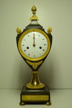 "Vase pendulum clock ""Pom de Pinne"" - Roy a Paris - year 1800"