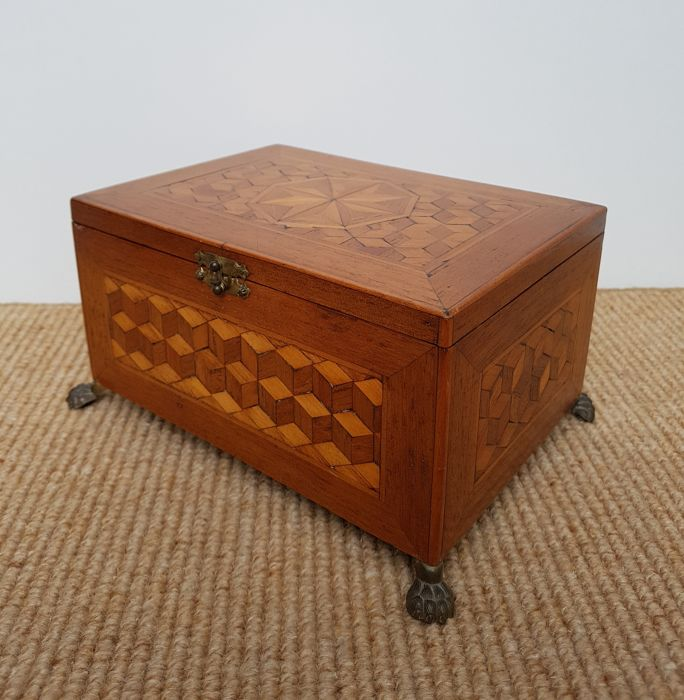 "Jewellery box with mahogany ""turnbridge inlay"""
