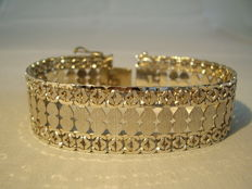 Heavy bracelet in flat Byzantine chain pattern