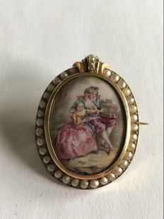 Gold brooch with miniature and pearls.