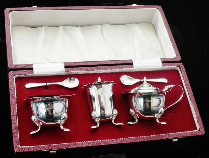 Silver Condiment Set in case, Sheffield 1968, Francis Howard Ltd