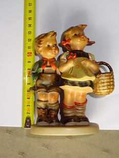 Goebel Hummel, 5 statues and a table lamp