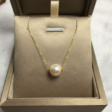 Japanese Akoya sea pearl, 18K gold necklace. Pearl diameter: 8.7 mm.* no reserve price *