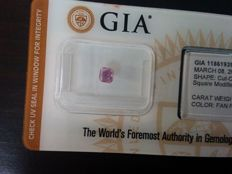 Diamond of 0.35 ct Fancy pink purple.