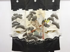 Antique silk boy's kimono with exquisite decoration of eagles - Japan - Late 20th century
