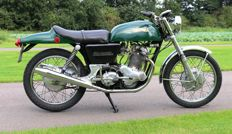 Norton - Commando - 750cc - Long Range Fastback - 1972
