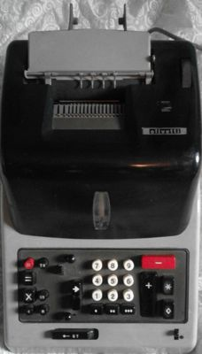 Olivetti Multisumma GT24 calculator, 50/60 years old in excellent condition and working! Ideal for vintage furnishings