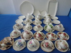 Lot with 50 English cups and saucers etc., including Royal Albert, Royal Priory Dale, Royal Standard, Elizabethan et cetera