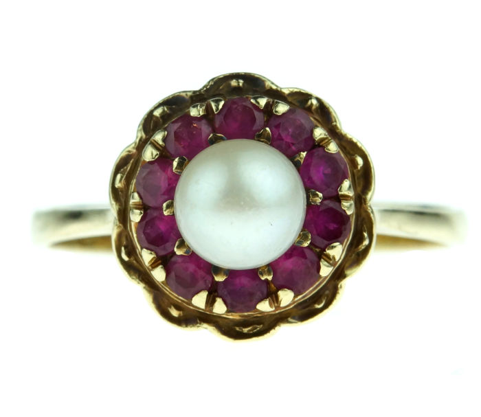 14 karat gold entourage ring set with Akoya pearl and rubies, ring size 18