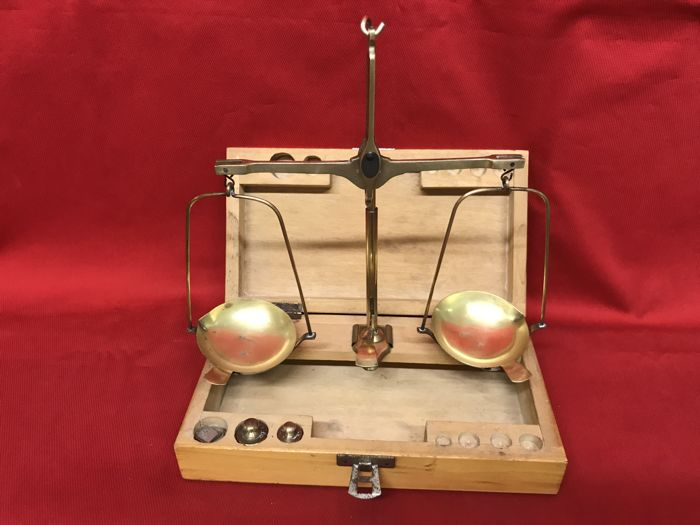 Antique scales to weigh gold and medical herbs - 1950 ca  - Branded P. Sessanta